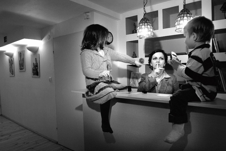 Kids under the table - Documentary photographer Anna Bedyńska